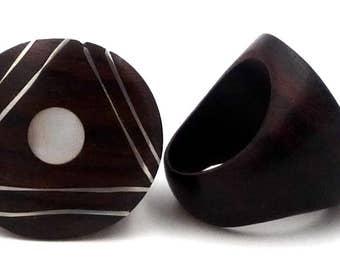 Ethnic ring ebony OM / spiral / Pearl / shell