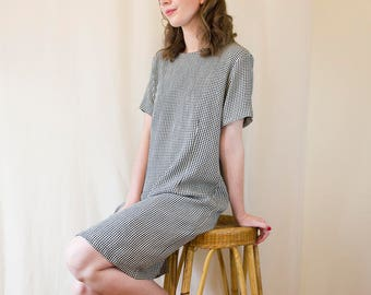 Vintage Houndstooth Shift Dress // Black and White Pattern Hounds Tooth Dress // T-Shirt Dress