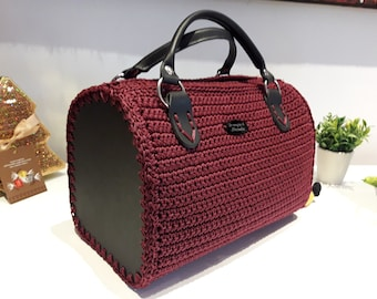 Bag made to crochet with handles and side in black leather