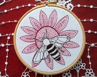 hand embroidery kit, embroidery kit, bee embroidery, diy embroidery kit, embroidery pattern, modern embroidery kit, needlepoint kits