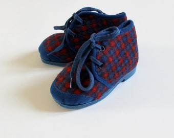 French vintage 50's / kids / slippers / plaid wooly material in blue and red / new old stock / size EU 21 / US 5
