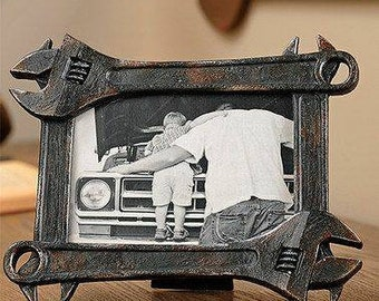 Wrench picture frame for 5x7 picture