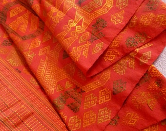 Vintage handwoven fabric from Lao, size 163x48 cm.