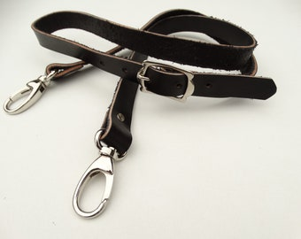 Adjustable shoulder strap with carabiners for black leather bag