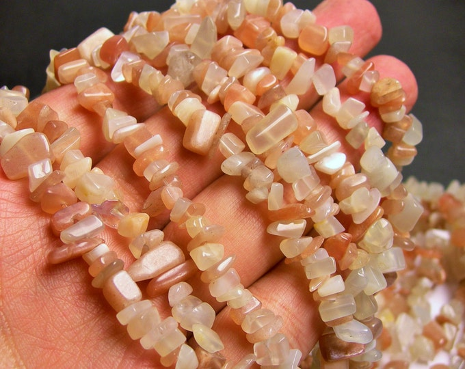 Moonstone - chip stone beads  -1 full strand - 35 inch - mix milky and peach  moonsotne - PSC43
