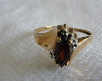 10k rose gold and marquet garnet ring size 6.5