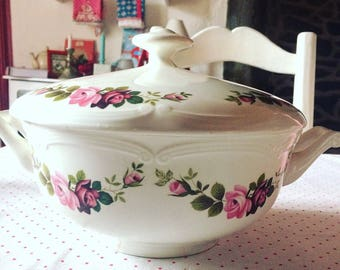 Vintage French earthenware tureen made by GIEN, model CHAMPS. Floral motives. Roses. Shabby chic.