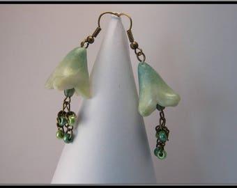 Boucles d'oreille fleur vertes en Fimo.