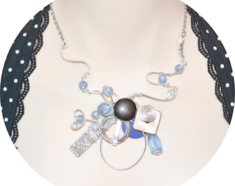 collier sculptural sur fil aluminium ajustable/ adjustable sculptural necklace