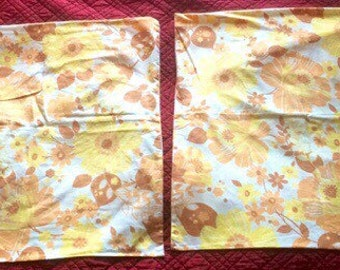 2 pillowcases, large yellow and orange flowers on white background, vintage 70s