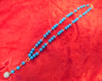 Turquoise glass beaded necklace with pearl-like accent bead
