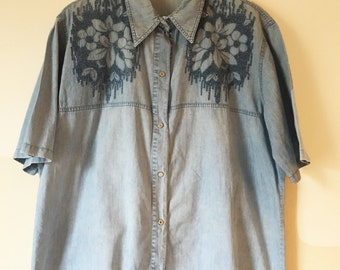 Vintage Retro Denim Effect Short Sleeved Shirt With Floral Embroidery Size M