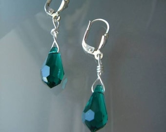 925 Silver earrings with sparkling Crystal Emerald!