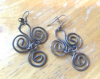 Pair of Three Spirals Dangling Drop Earrings in Silver Metal