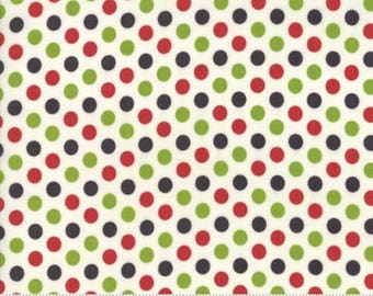 Moda - Hometown Christmas - Christmas Snowball - Red/Green - Fabric by the Yard 5666-21