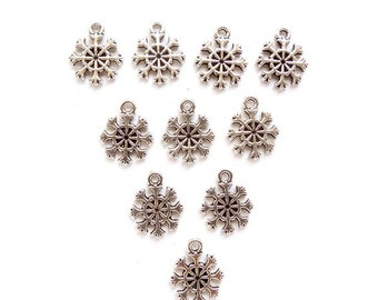 10 Antique Silver Snowflake Charms, Jewelry Making - 30-12-2