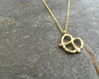 Pretzel Necklace/Pretzel Pendant/Pretzel Jewellery/New York/Food/Snack/Funky Jewellery/Gold Pretzel Necklace/Modern/Little Pretzel Jewelry