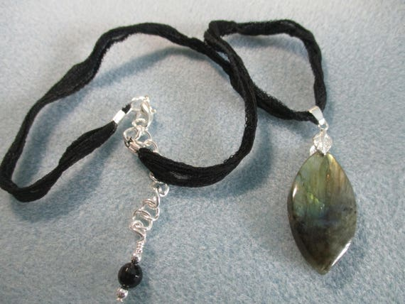 Labradorite Pendant Necklace on Silk Ribbon N622177