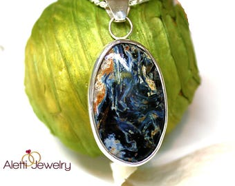 Necklace with large stone of different colors, series