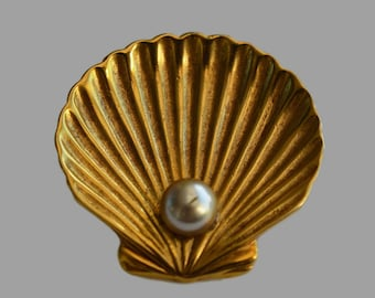 Vintage Trifari Brooch, Shell with a Pearl
