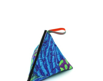 Feather Turquoise Triangle Case - hannisch
