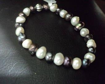 Bracelet Black and White Fresh Water Pearls (1695)