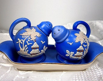 Moriage Salt And Pepper Shakers / Hand Painted Porcelain / /Blue and White / Made in Japan