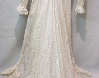 SALE // 1940 1950 english lace wedding dress//One of a kind// white dress//wedding  gown//ruffles gown