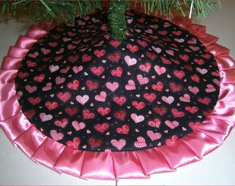 """Tabletop Valentine's Day Tree Skirt ~ 24"""" ~ Hearts on Black with Rose Ruffle"""