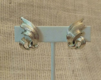 "CLEARANCE!!! Vintage ""Lisner"" Clip On Earrings from silver tone metal for unpierced ears"