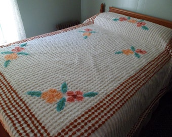 """Vintage 1940's/50's Chenille BedspreadFull/Double 106""""x 87"""" White Lattice Flowers Thick and Heavy! Very Nice!"""