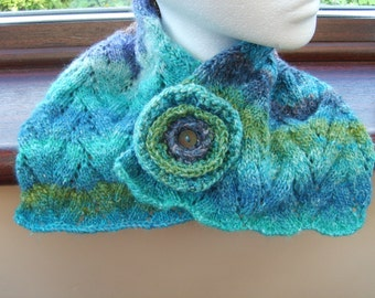 NOROtastic. Neckwarmer and matching flower pin.