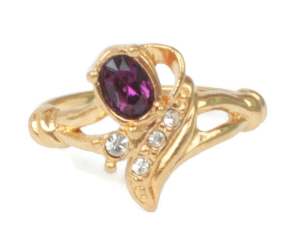 Faux Amethyst Ring Clear Crystals Swirled Gold Tone Design Avon Size 8.25