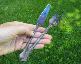 Vintage Cake Serving Utensils, Cake Server, Cake Slicer Fork and Knife, Silver Plated Cutlery, Set of 2 with Gift Box