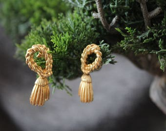 Vintage ''Rope and tassle'' dangle earrings with clip on back