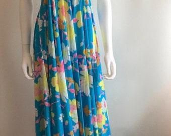 1970s Dress / maxi / Halterneck / Turquoise / Bold Floral / M-L
