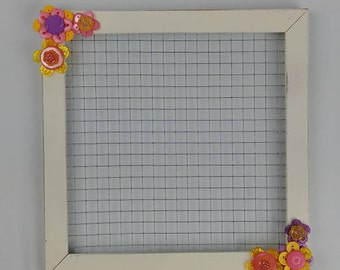 Chicken Wire  Frame / Jewelry Holder / Picture Holder / Button Flowers