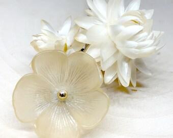 Unique Vintage Blonde Lucite Petite Flower Lapel Brooch Bar Pin