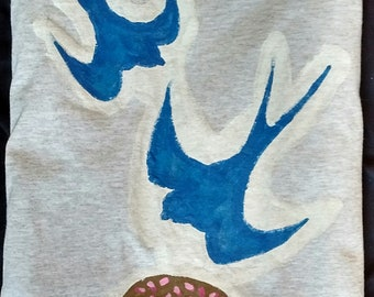 "Tee: ""Swallows & Donut"" M"
