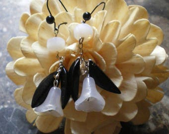 FANCY EARRINGS BLACK AND WHITE FALLEN ANGEL