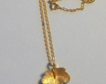 Vintage Avon Canadian Maple Leaf Rhinestone Gold Tone Pendant Necklace