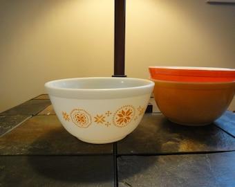 Pyrex Vintage Bowl