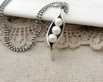 Three Peas in a Pod Necklace, Push Present, 3 Peas in a Pod Jewelry, Maternity Necklace, Sweet Pea Pod Necklace, Push Gift for Mom Necklace