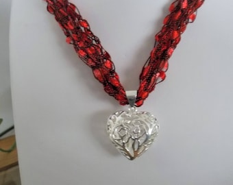 Crochet Necklace, Red Fiber  Necklace,  Silver Figree Pendant Necklace, Ajustable Necklace,  Womens Accessories
