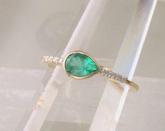 Teardrop Emerald 14k Gold Diamond Accented Ring.  Dainty Wedding Ring. May Birthstone Ring