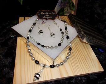 Simple Beauty Jewelry Set, Women's Jewelry Set, Jewelry Set, Gift Set, Pearl, Beaded Necklace, Bracelet, Earrings, Black/Silver, Handmade