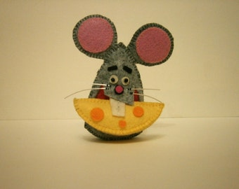 Felt mouse keychain. Funny mouse and cheese. felt grey rat stuffed figurine,  charm, funny gift idea for animal lovers.