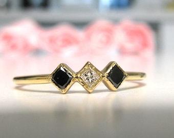 Minimalist Engagement Ring Black And White Diamond Princess, Simple Diamond Ring, Promise Ring, Wedding Ring Diamond, Delicate Ring Diamond