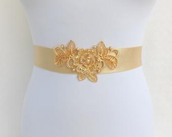 Champagne elastic waist belt. Gold floral centerpiece decorated with champagne pearls. Bridal waist belt. Wedding belt. Wide belt.