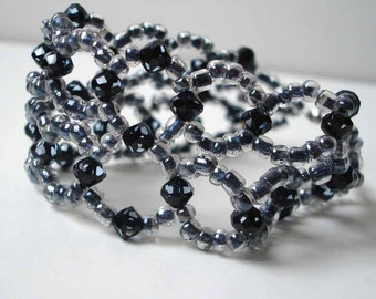 Beaded bracelet with black crystals